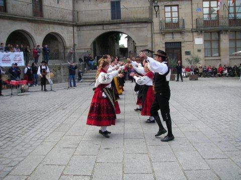 Muestra de folk en la plaza de Fermoselle