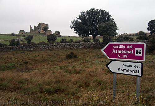 Cartel indicativo del castillo y poblado de la dehesa de Asmesnal