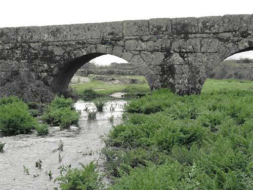 Arco del puente de Villamor. Puente medieval en Sayago