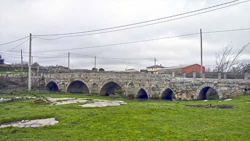 Puente Romano de Villamor de Cadozos con modificaciones importantes en la época Medieval