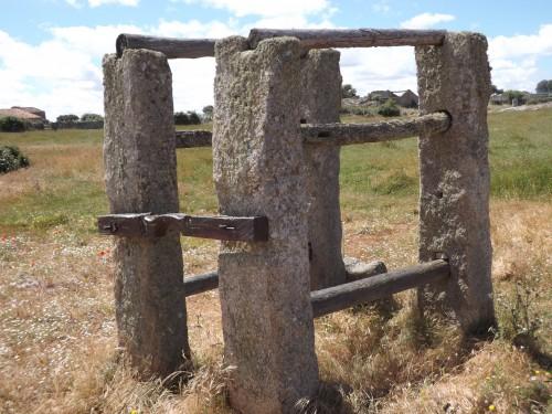 Potro de herrar caballerías en Villamor de Cadozos (Zamora)