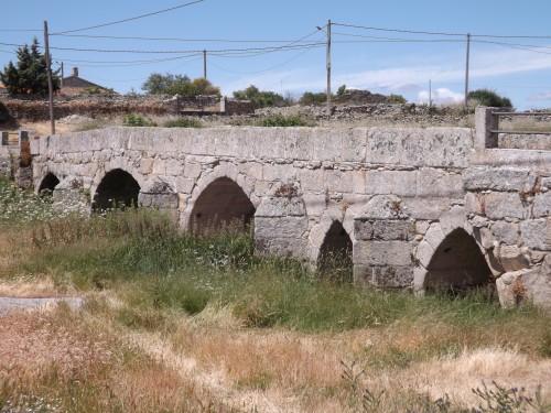 Antiguo puente medieval (Construido sobre otro romano)