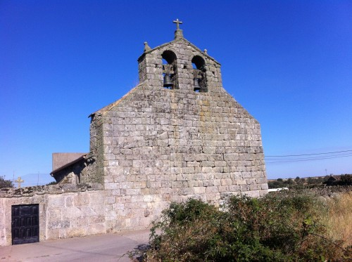 Espadaña de la iglesia de Pasariegos