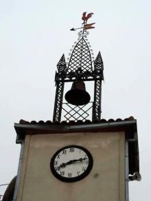 Detalle reloj y campana ayuntamiento de Moraleja de Sayago