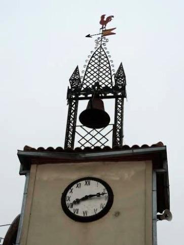 Detalle reloj y campana del Ayuntamiento de Moraleja de Sayago
