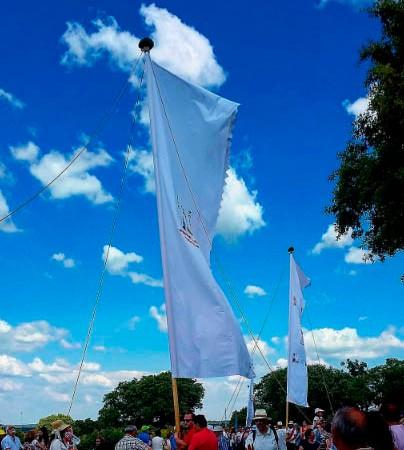 Pendones típicos de la procesión de Fariza / Foto de Josinnas Leal en Instagam