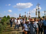 la virgen y los romeros portando pendones y pendonetas / Fotos de Andrés Díez