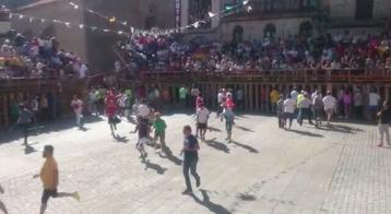 Se acercan los toros, los mozos van tomando posiciones en las talanqueras @lasarribestaurinas