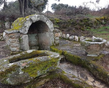 fuente de piedra en fariza