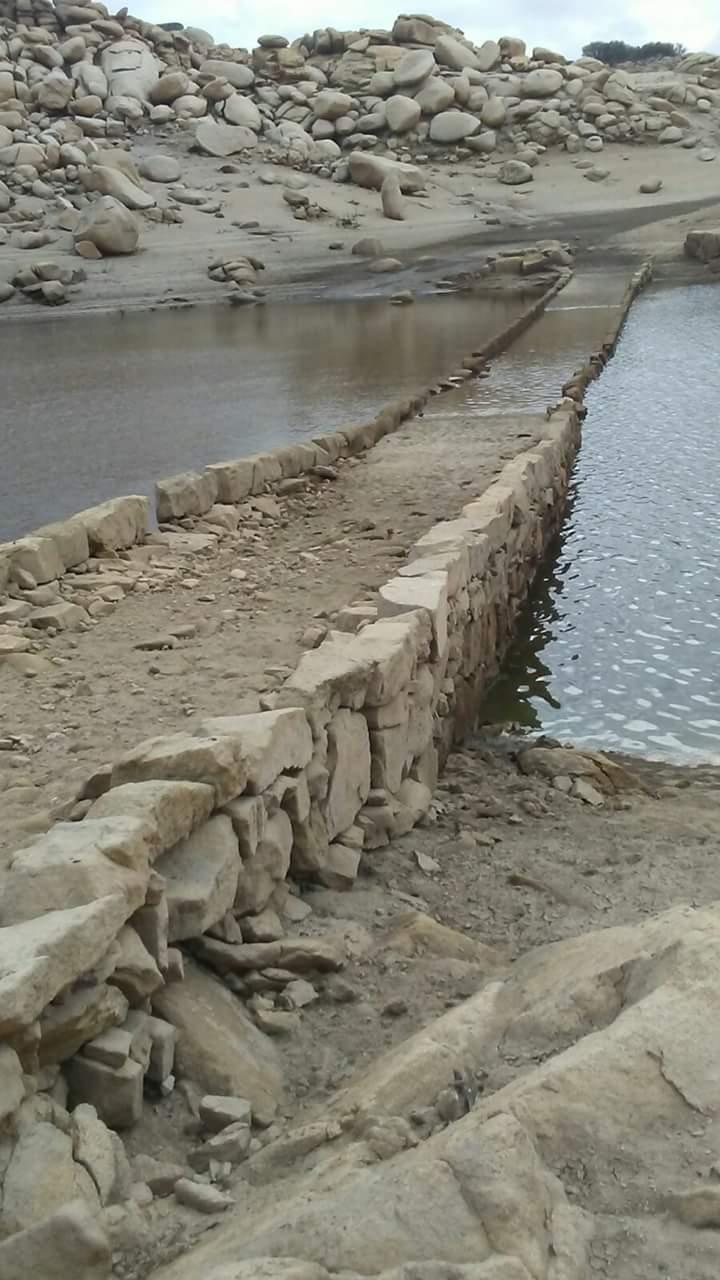 Puente de la Villa normalmente bajo las aguas del embalse de almendra