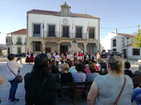 Público asistente a la clausura del curso de Folclore de Bermillo / Foto: Lola Nobre