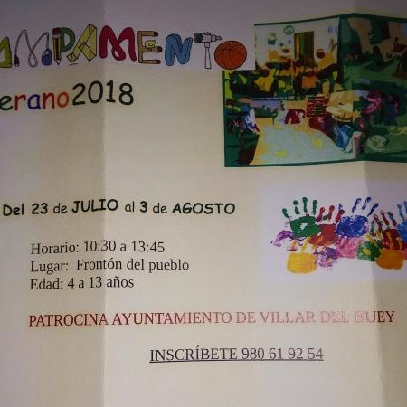 Cartel del campamento de verano para niños en Villar del Buey
