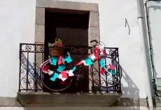 Bici en la plaza mayor de Bermillo / Fuente: Twiter de la Mayuela