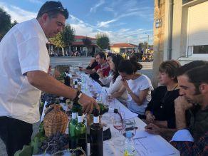Panel de cata probando los vinos caseros de la zona de arribes