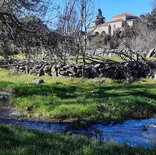 Iglesia de La Natividad de Argañín (Sayago, Zamora) desde el arroyo del Pisón