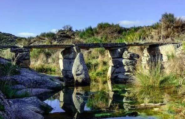 Puente sobre la rivera en Pinilla de Fermoselle, comarca de Sayago, Zamora, España