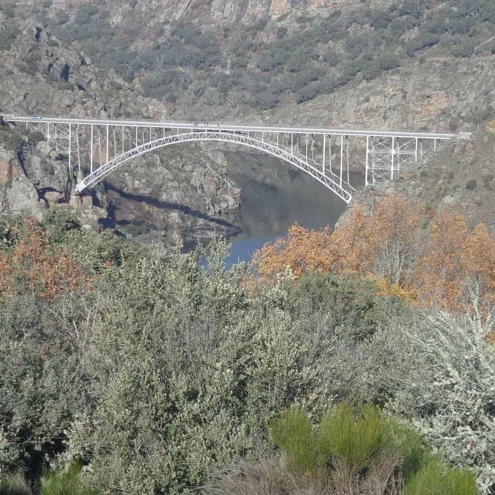 puente de requejo desde pino (Zamora) EL puente de requejo une las comarcas zamoranas de aliste y sayago