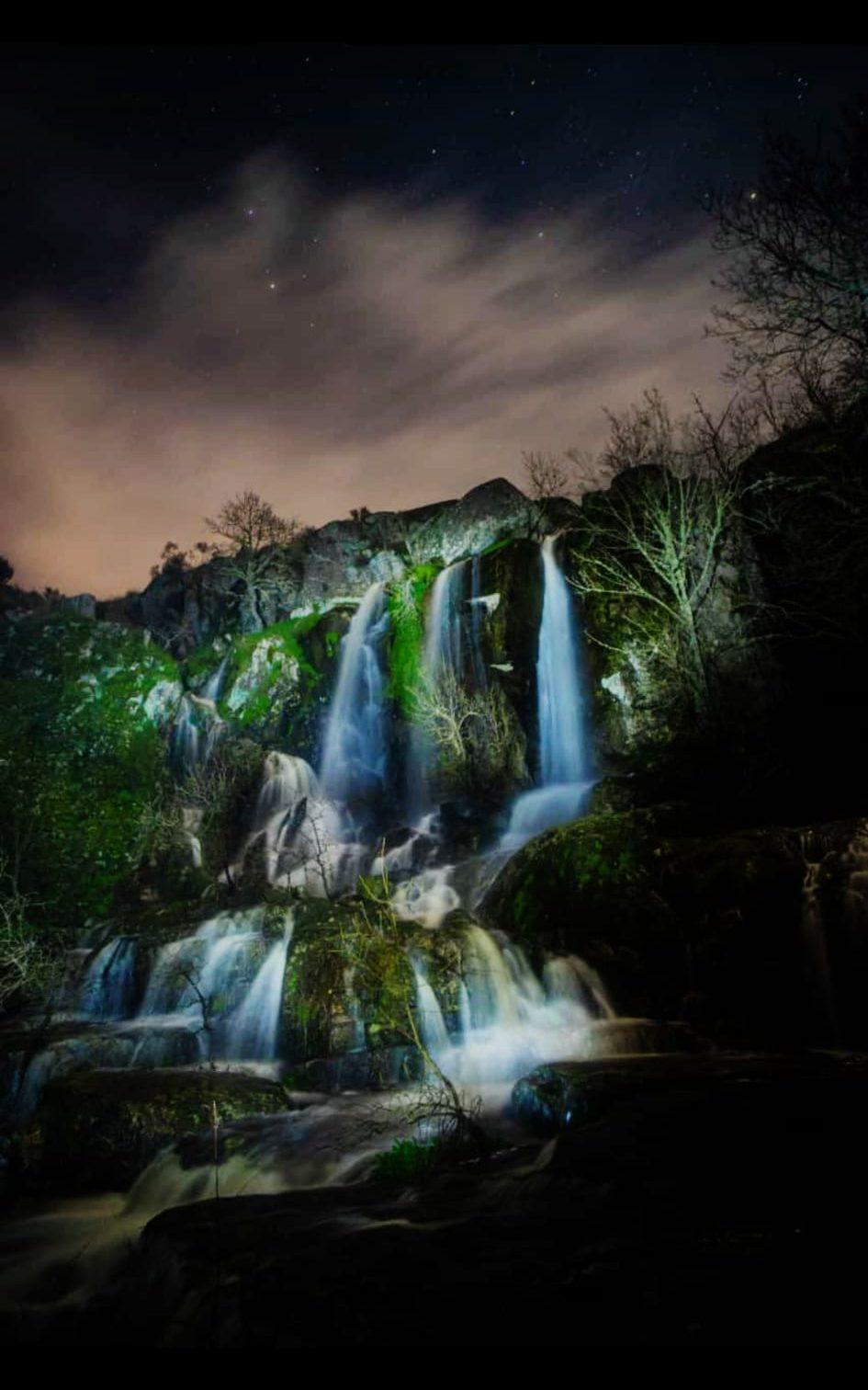 foto nocturna de la cascada de abelón en sayago (Zamora)