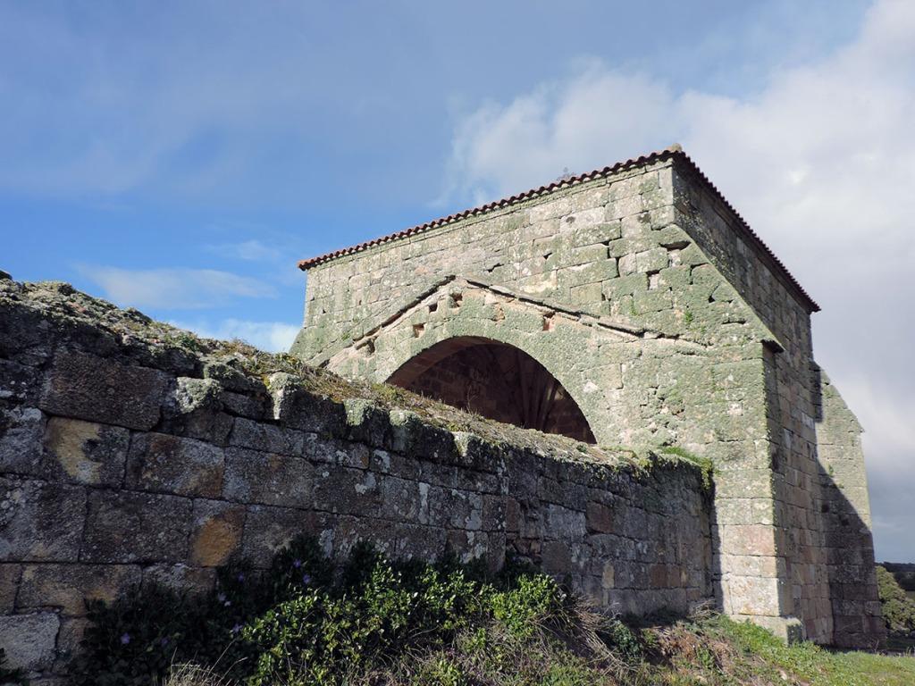 antigua iglesia de san miguel de fresno de sayago, zamora