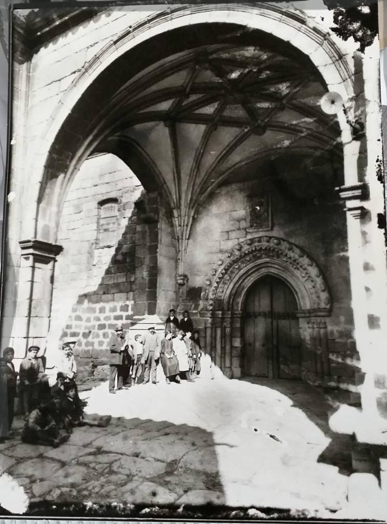 Atrio de la iglesia de Fermoselle / siglo XIX